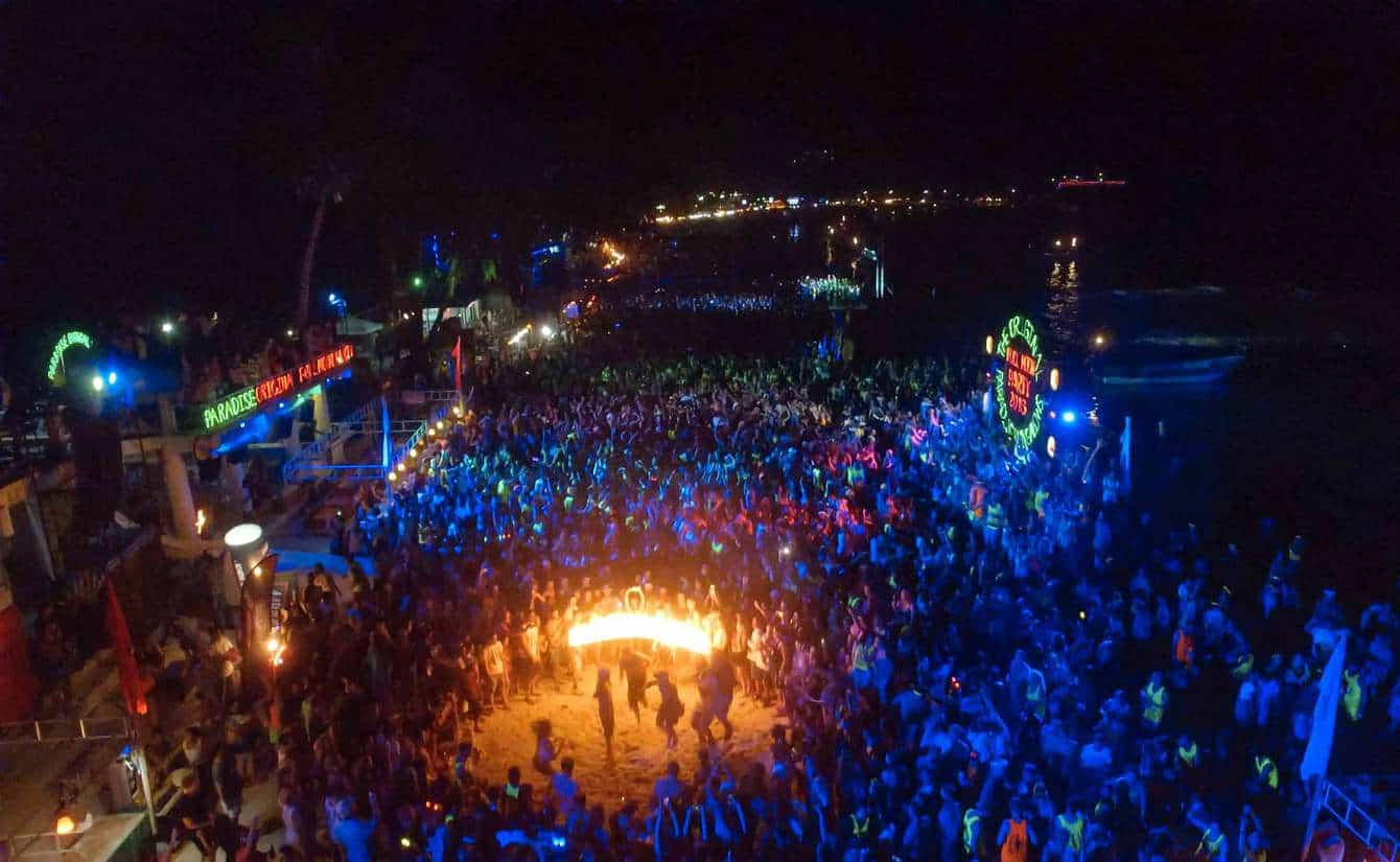 full moon party crowd