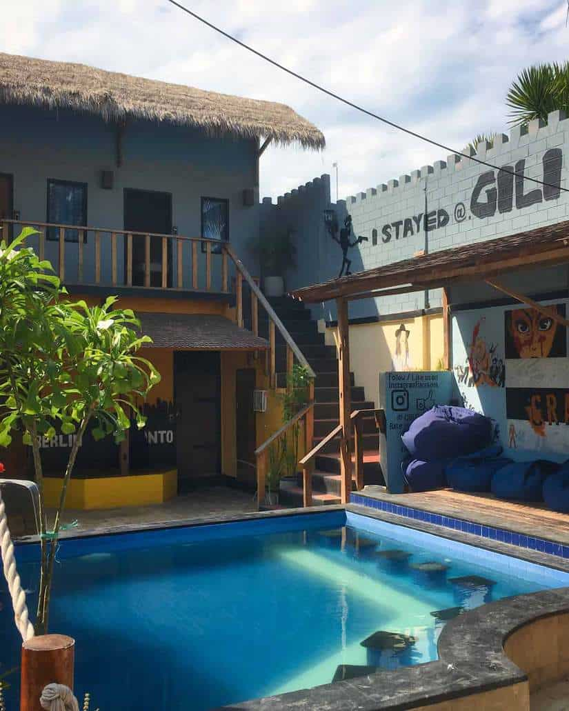 gili nightlife guide | gili castle pool