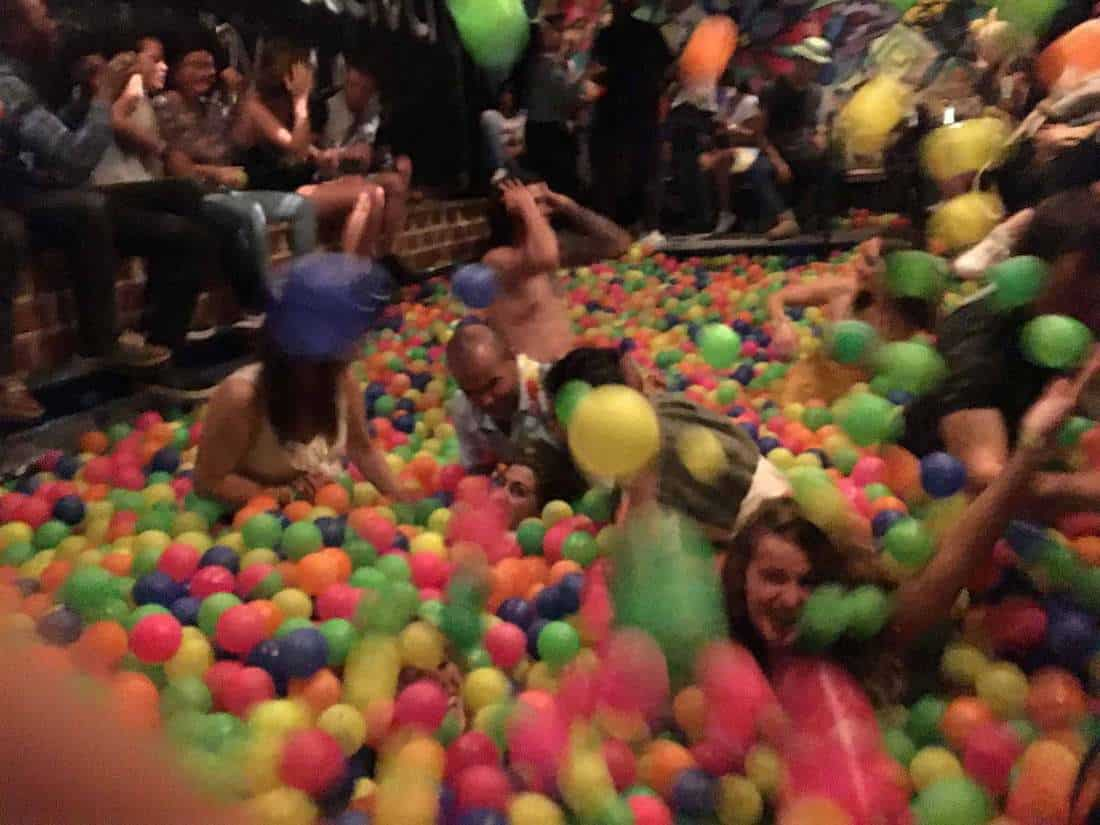 la octava ball pit bar