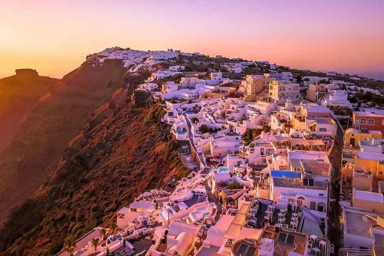 where to stay in santorini main